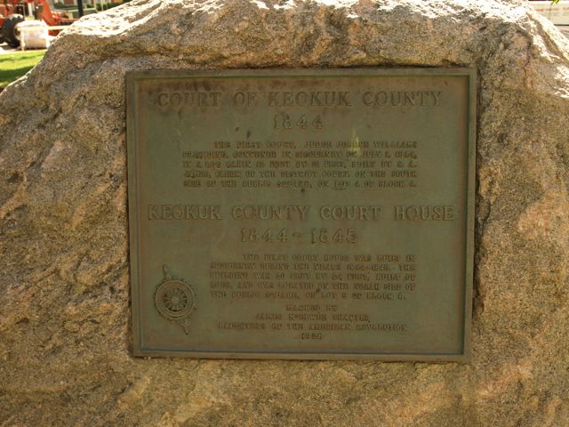 Historical plaque marking the site of the first courthouse