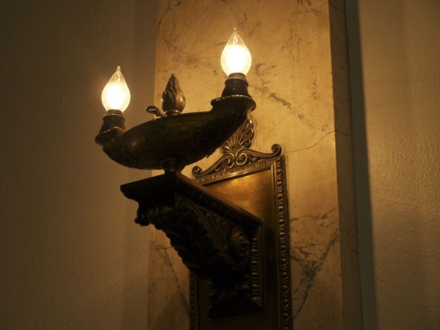 Lamp with two light bulbs designed to look like flames