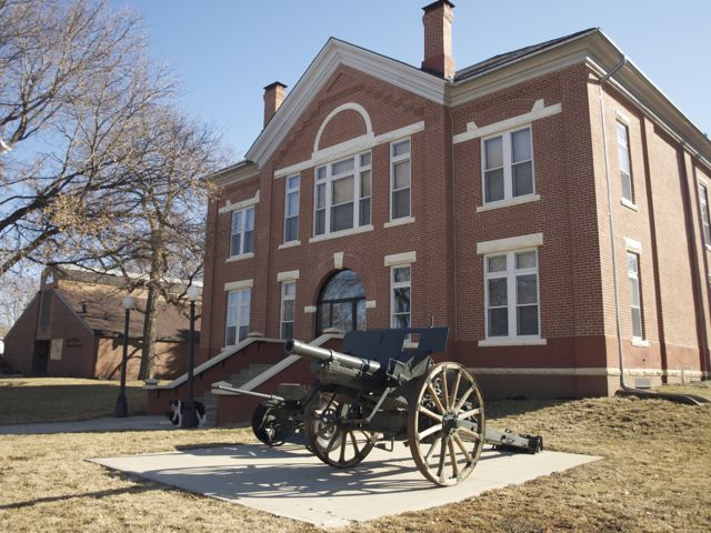 View of west side of Avoca Courthouse, with historic cannons on the lawn