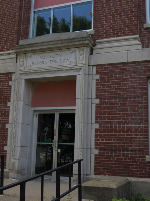 "Main entrance - text above the door ""equality before the law"""